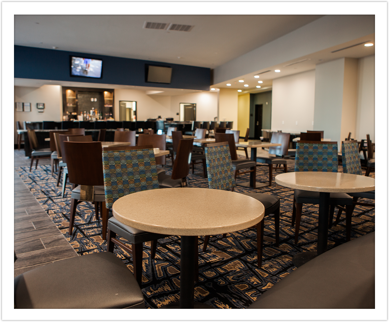 Image of Dining Space Bar Arbor Hotel and Conference Center Lubbock Texas